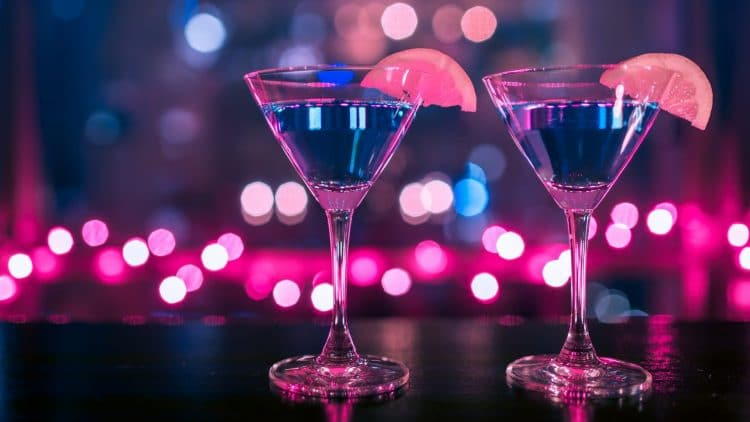 drinking-glasses-alcohol-drinks-during-covid19