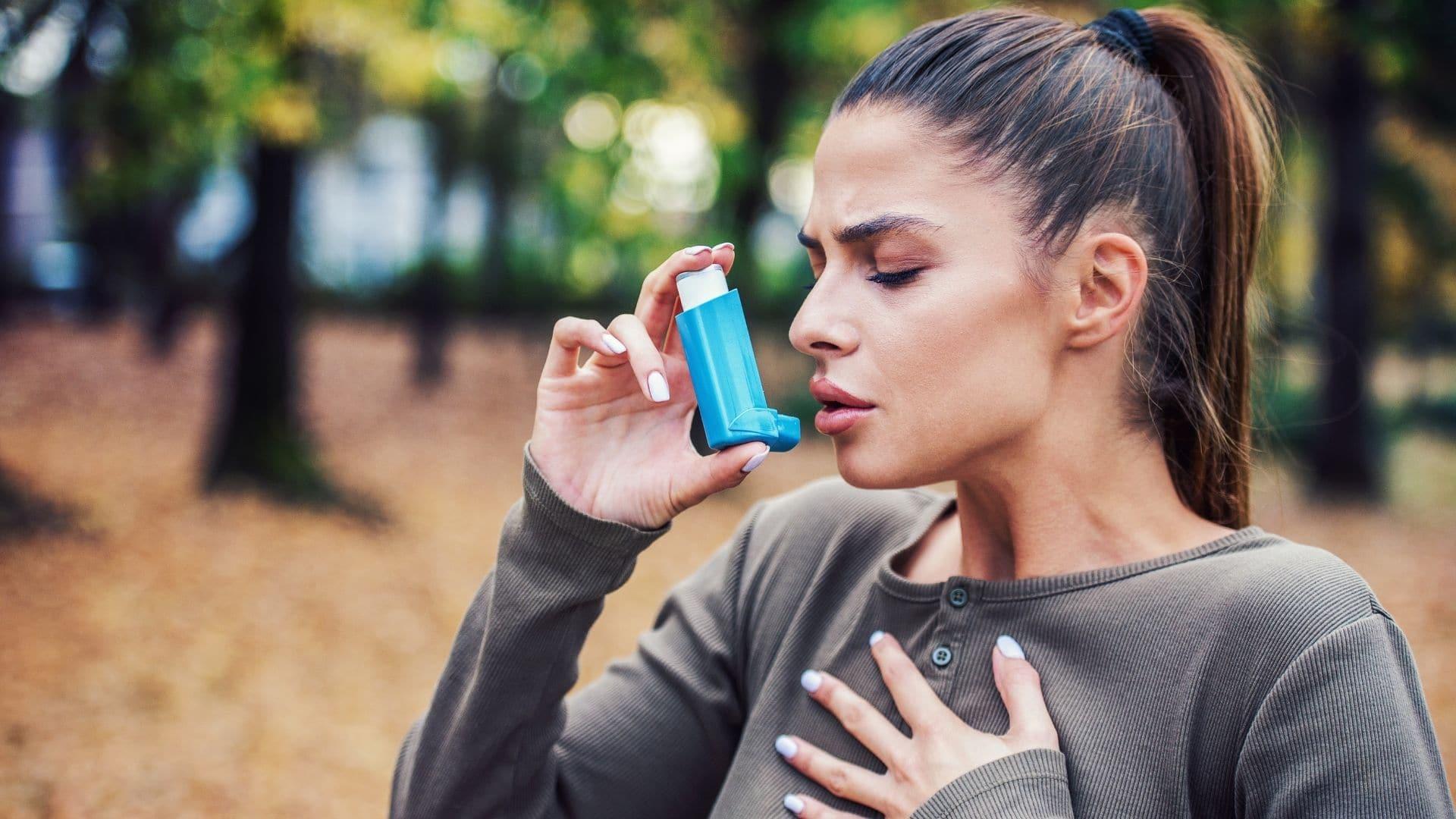 woman using an inhaler for her asthma